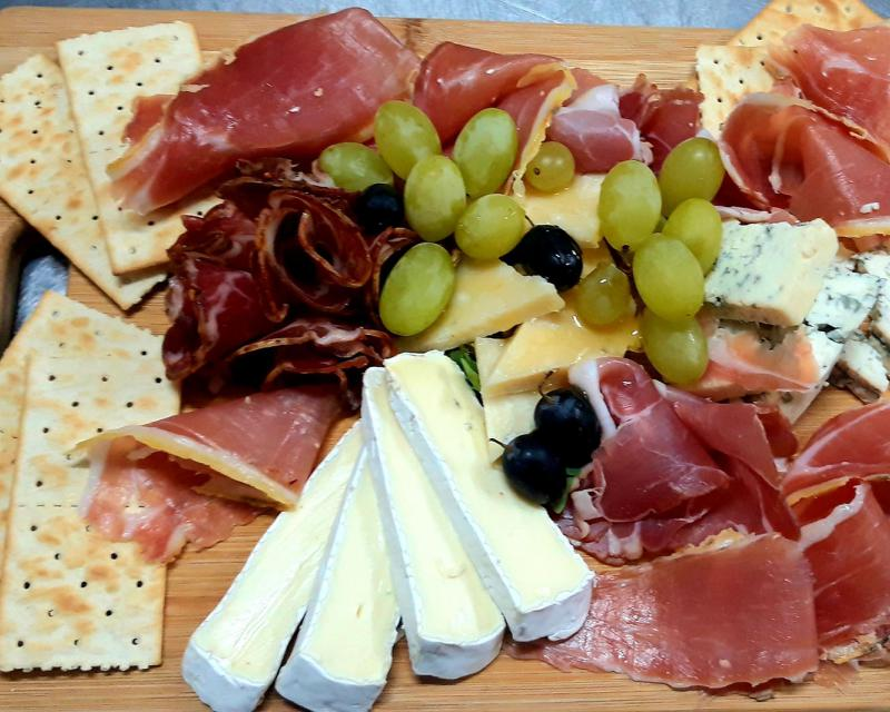 Poza Platou Peseta (mixt de mezeluri și brânzeturi