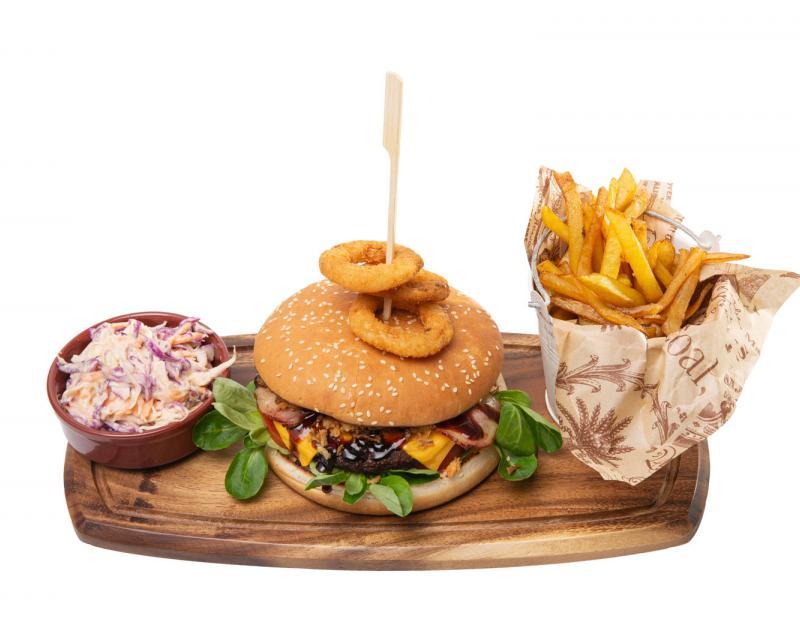 Poza Giant Soho Burger cu cartofi prajiti si coleslaw