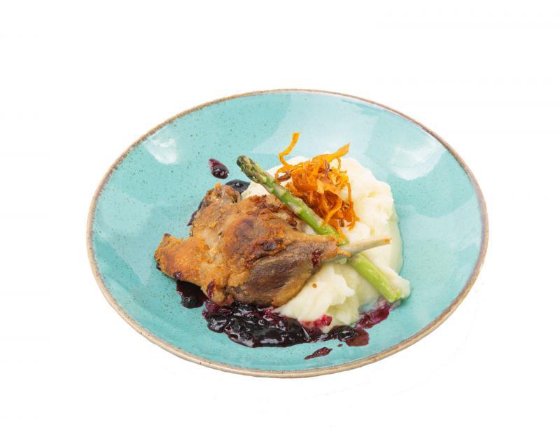 Poza Pulpa de rata cu piure de cartofi, sparanghel si sos de fructe de padure