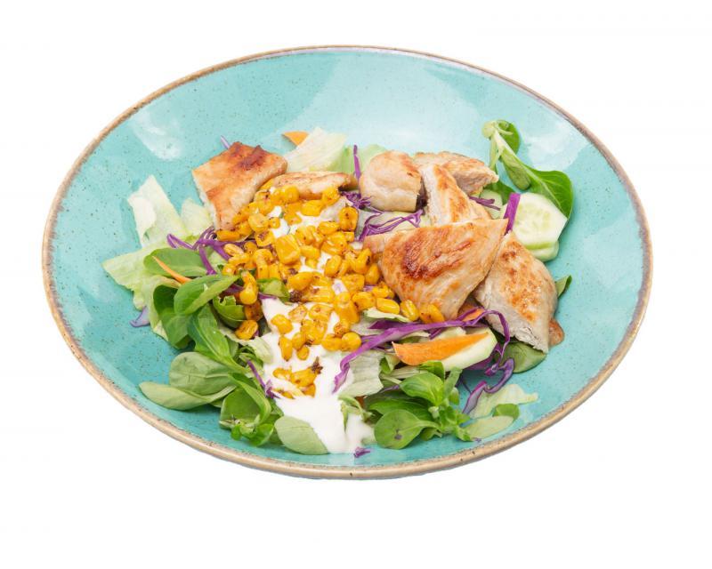 Poza Salata de verdeturi cu piept de curcan la gratar si sos de iaurt
