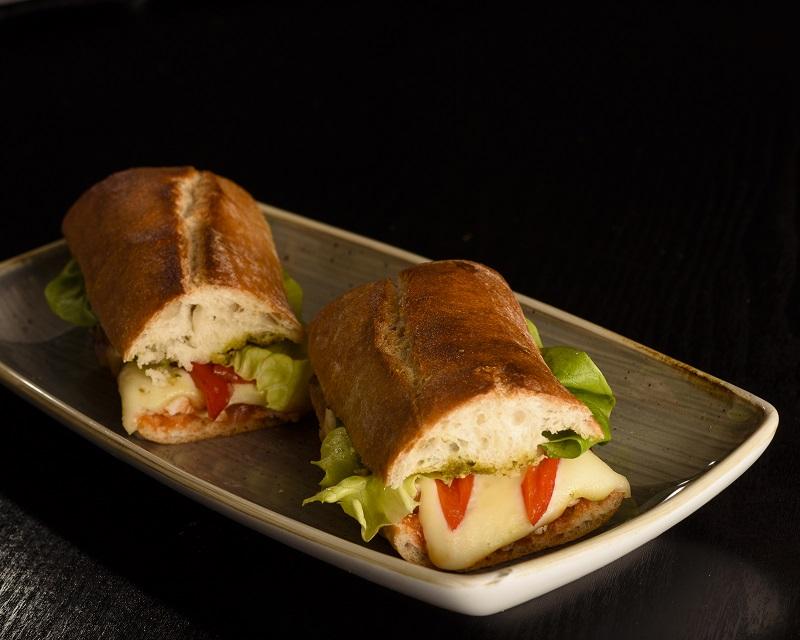Poza Sandwich cu pui si mozarella