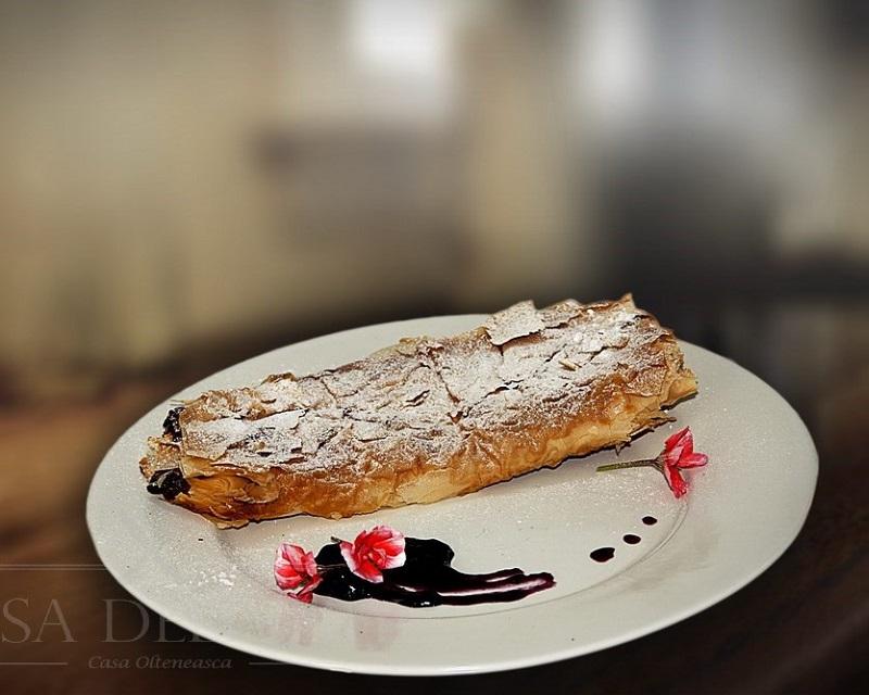 Poza Placinta cu mere Casa Olteneasca