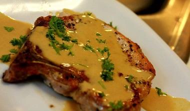 Poza Cotlet de porc la grătar cu sos de  coniac