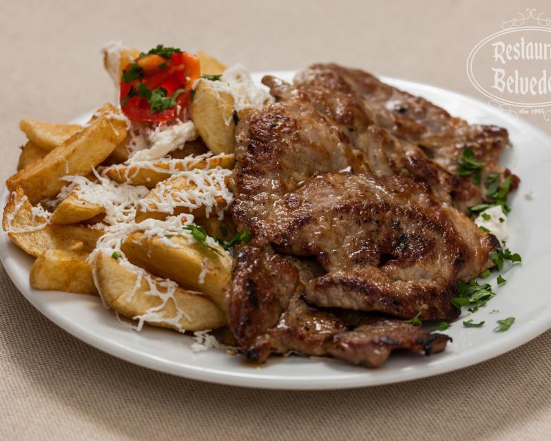 Poza Ceafa de porc la gratar cu cartofi pai