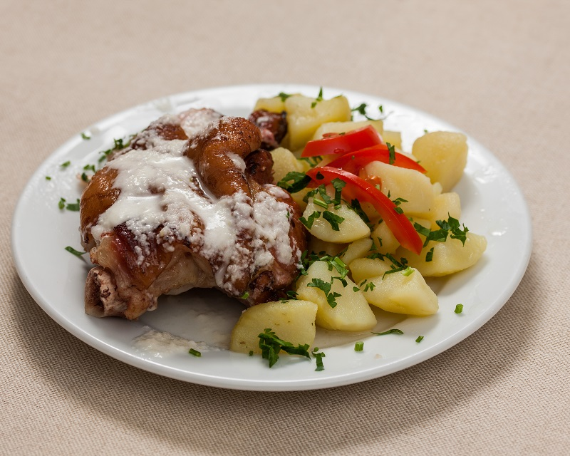 Poza Ciolan afumat de porc cu cartofi natur