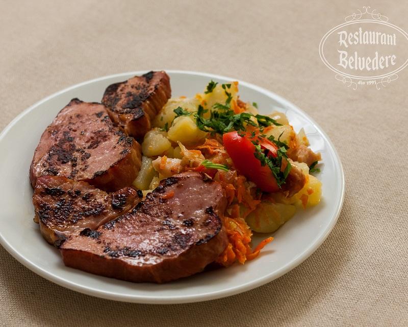Poza Pastrama de porc cu cartofi taranesti
