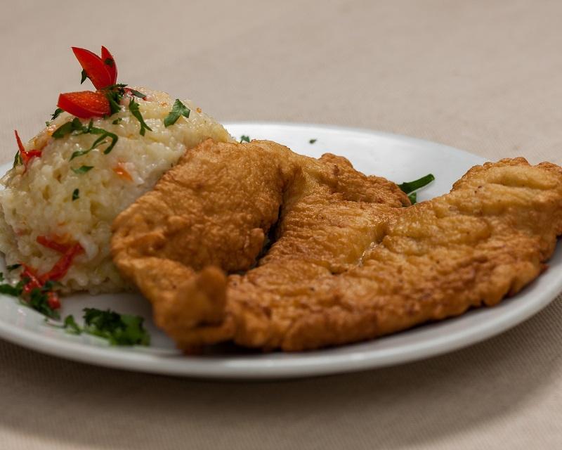 Poza Snitel din piept de pui cu pilaf de orez