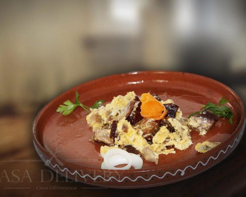 Poza Carne la garnita alergată cu oua și cartofi prăjiți