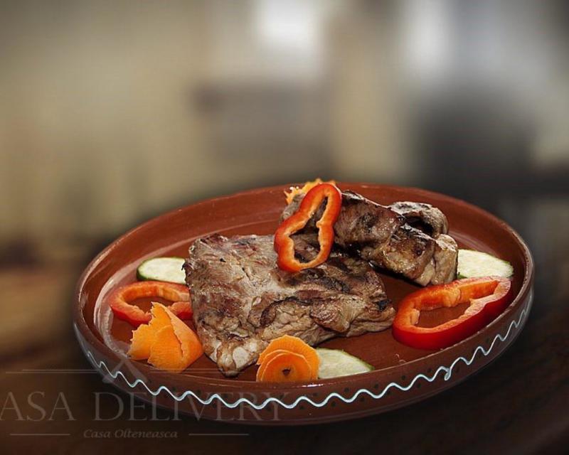 Poza Ceafa de porc la grătar cu cartofi la cuptor