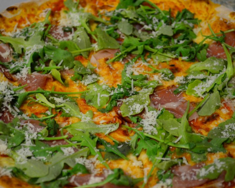 Poza Pizza Crudo e rucola