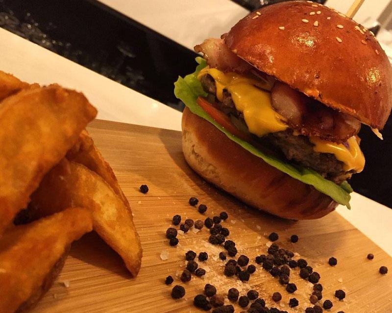 Poza Big Burger Vita cu cartofi wedges