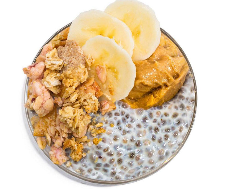 Poza Budincă de chia cu banane, unt de arahide si musli crunch