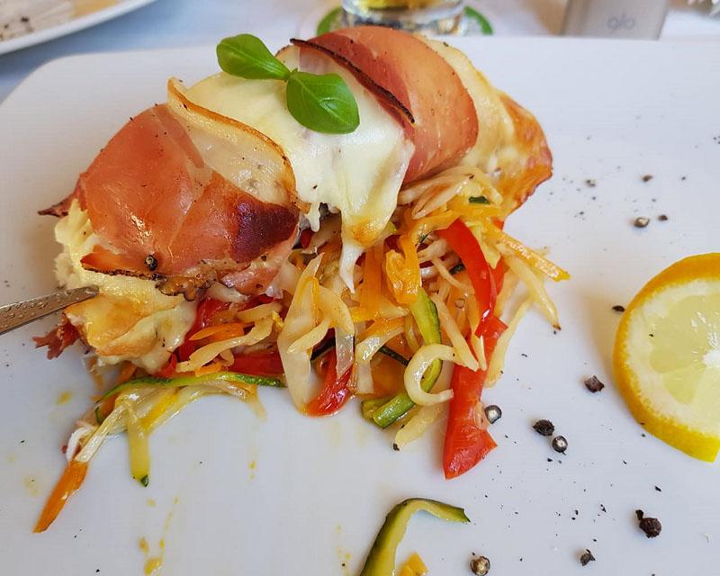 Poza Butterfish in crusta de mozzarella si chips de bacon