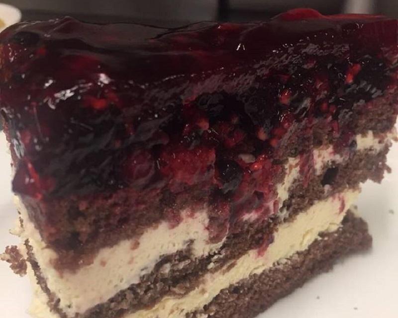 Poza Tort cu crema de mascarpone si fructe de padure