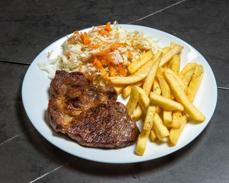Poza Ceafa de porc la gratar cu cartofi prajiti si salata