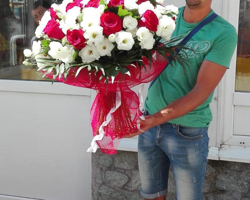 Poza Buchet trandafiri si lisianthus