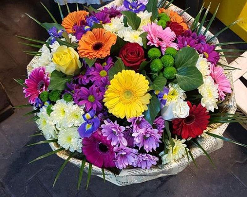 Poza Buchet trandafiri, crizanteme, iris si gerbera