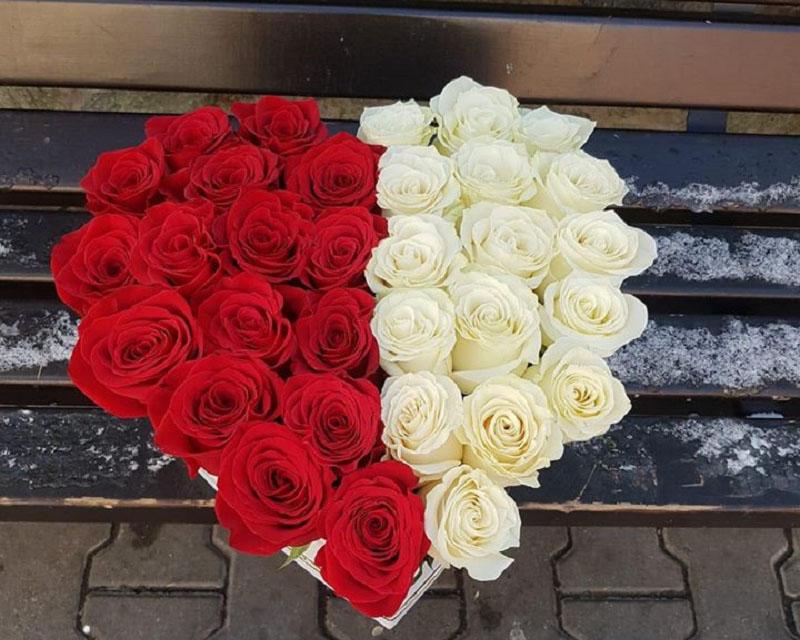 Poza Cutie inima cu 31 de trandafiri