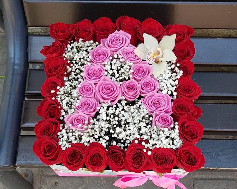 Poza Cutie trandafiri si orhidee