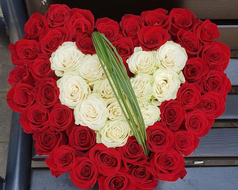 Poza Cutie inima cu 51 de trandafiri