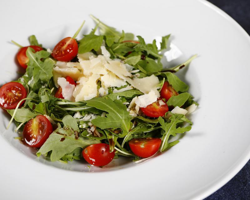 Poza Salata de rucola cu parmesan si rosii