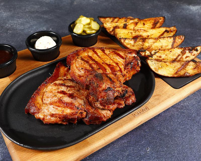 Poza T-bone de porc cu cartofi la jar